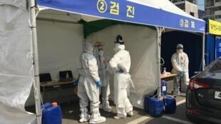 La station de test du coronavirus de Busane, dans le nord de la Corée du Sud.