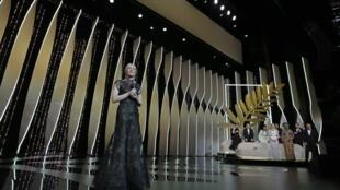 71屆戛納國際電影節開幕式, 站在前台的澳大利亞著名女演員、本屆評委會主席凱特·布蘭切特。