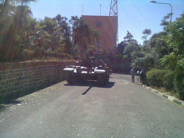 Photographie de l'un des tanks des soldats mutins devant le ministère de l'Information à Asmara, diffusée par le mouvement d'opposition de la diaspora «Arbi Harnet».