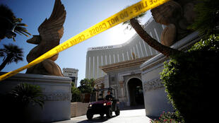 Um funcionário do FBI trabalha no hotel Mandalay Bay em Las Vegas, de onde o agressor perpetrou o ataque.