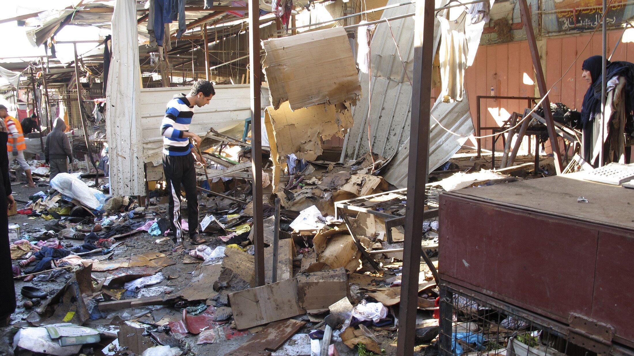 """یکی از انفجارهای امروز که در  بازاری در ناحیه """"دورا"""" رخ داد، ٥٢ زخمی و ١٠ کشته برجای گذاشت."""
