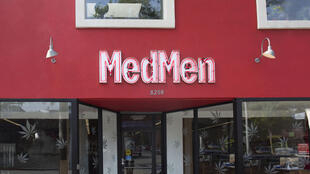 A MedMen vende mais de mil produtos diferentes - dezenas de tipos da erva, vaporizadores, comidas como biscoitos e sorvete, produtos de beleza, para dores em geral, uma infinidade de opções.