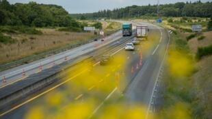 Travaux sur l'autoroute A85 non loin de la ville de Langeais en Indre-et-Loire (région Centre-Val de Loire).