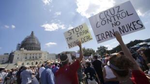 Des manifestants devant le Capitole à Washington protestent contre l'accord sur le nucléaire iranien, le 9 septembre 2015