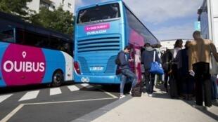 La filiale de la SNCF, Ouibus, est en tête en nombre de départs quotidiens devant le transporteur allemand Flixbus et la filiale de Transdev, Isilines.
