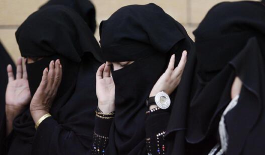 El rey Abdalá de Arabia Saudita anunció el domingo 25 de septiembre que las mujeres tendrán  derecho a votar y a ser elegidas en las elecciones municipales, en un discurso  pronunciado ante el Majlis al Shura, el Consejo Consultivo del reino.