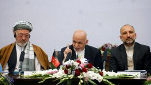 Le président afghan Ashraf Ghani (au centre) lors du sommet de Kaboul sur la paux, le 6 juin 2017.