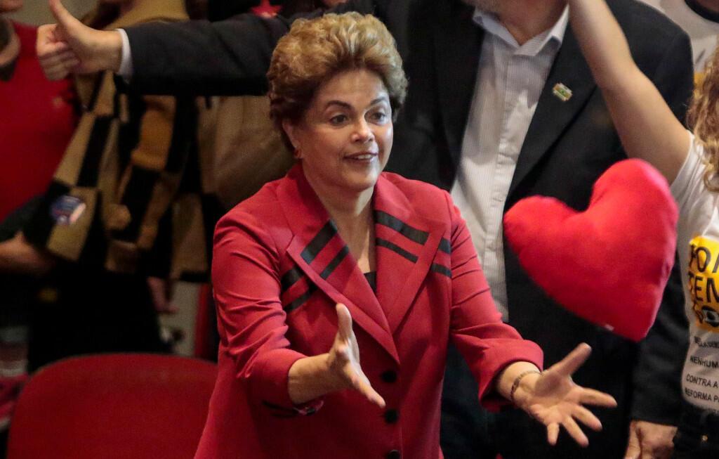 La présidente brésilienne Dilma Rousseff, suspendue depuis le 12 mai, assiste à un meeting à Sao Paulo, le 23 août 2016.