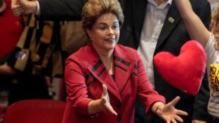La presidenta Dilma Rousseff, participa en un mitín en Sao Paulo, el 23 agosto 2016.