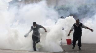 Les affrontements sporadiques entre forces de l'ordre et supporters de l'ex-président Morsi se poursuivent ce samedi 27 juillet 2013.