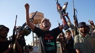 Waasi wa Libya wakishangilia baada ya kutwaa miji kadhaa nchini Humo