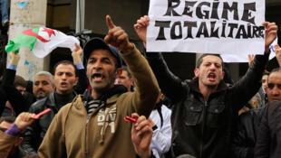 Manifestación de la oposición en Argel.