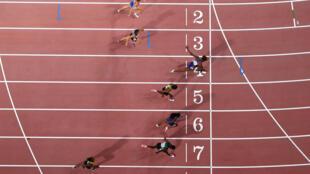 La estadounidense Nia Ali gana la final femenina de los 100 metros lisos del Mundial de Atletismo 2019, el 6 de octubre de ese año en el estadio de Doha, en Catar
