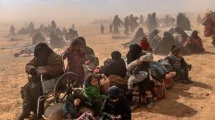 Des femmes et des enfants évacués du dernier réduit du groupe Etat islamique de Baghouz, le 6 mars 2019.