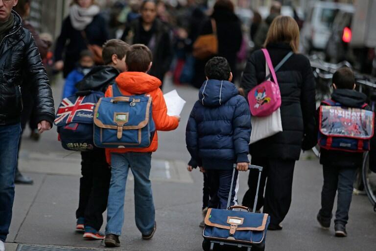 Les écoliers retrouvent leur salle de classe, lundi 16 novembre, un week-end après les attentats survenus dans le centre de Paris.