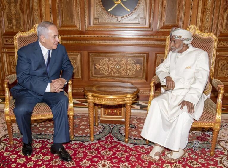 """سلطان قابوس با بیان اینکه """"جهان، اسرائیل را به رسمیت شناخته است""""، متذکر شد: به نظر میرسد که زمان آن است تا اسرائیل را همانند هر دولت دیگری به رسمیت بشناسیم و این کشور نیز تعهدات خود را بپذیرد."""