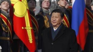 中國國家主席習近平2013年3月22日攜夫人彭麗媛抵達莫斯科訪問。