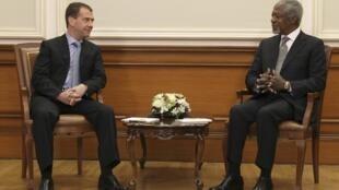 کوفی عنان، دبیرکل سابق سازمان ملل و دیمیتری مدودف، رئیس جمهوری روسیه