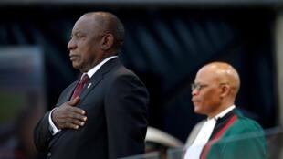 Cyril Ramaphosa prestou juramento durante sua posse como presidente sul-africano