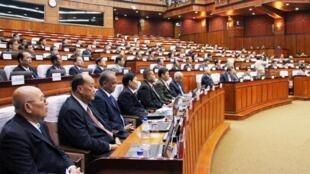 Vue générale de l'Assemblée nationale cambodgienne à Phnom Penh le 27 novembre 2017.
