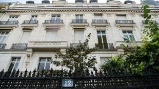 A former Dutch model who accuses French modelling agent Jean-Luc Brunel of rape says women and girls were abused in Epstein's appartment near Paris's Champs-Elysees