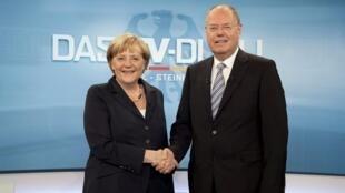 La chancelière Angela Merkel et le candidat du SPD Peer Steinbrück, lors du débat télévisé. Berlin, 1er septembre 2013.