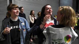 Phe vận động bỏ luật phá thai vui mừng trước chiến thắng, Dublin, Ireland, ngày 26/05/2018.