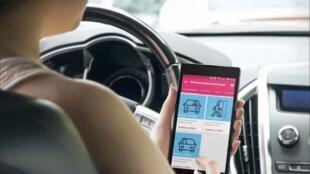 La startup Yespark propose un système de télécommande sur portable pour accéder au parking des logements sociaux.