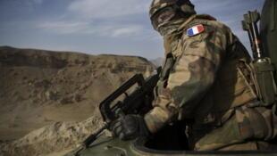 Soldado francês em uma operação na provícia de Kapisa, leste da capital Cabul no Afeganistão.