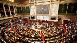 Sesión de apertura de la nueva legislatura en Francia con los nuevos 577 diputados.