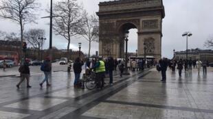 圖為法國巴黎香榭麗舍大道凱旋門處2019年1月26日黃背心抗議運動第11次星期六行動景況