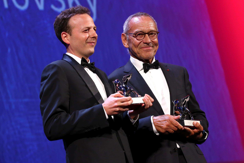 """El mexicano Amat Escalante y el ruso Andrei Konchalovsky , que comparten el premio a la mejor dirección por """"Paradise"""". Venecia, el 10 de septiembre de 2016."""