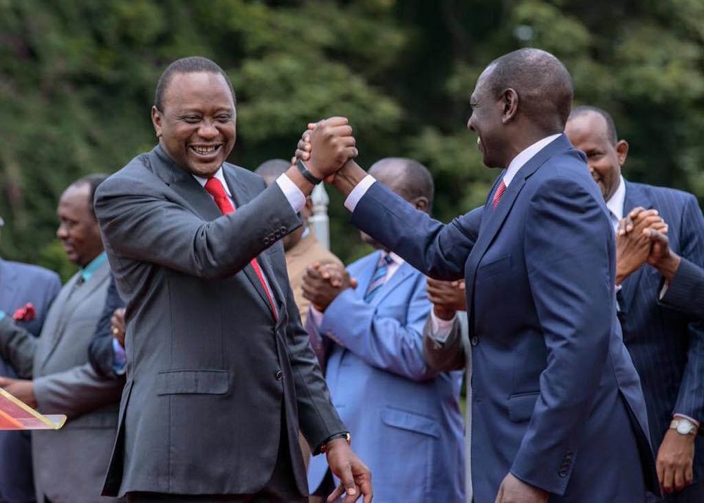 Rais wa Kenya, Uhuru Kenyatta akiwa na naibu wake William Ruto baada ya kutangaza kuundwa kwa chama kipya cha Jubilee
