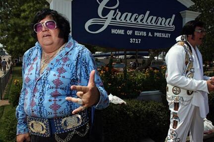 Graceland, la demeure d'Elvis, devenue monument historique et véritable lieu de pélerinage, est visitée par plus de 200 000 personnes chaque année.