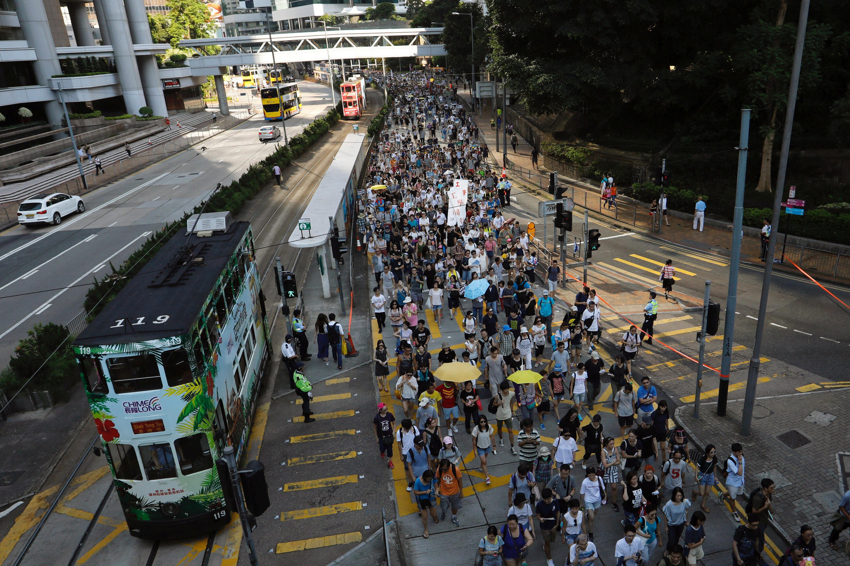 Đoàn biểu tình phản đối án tù nhắm vào ba nhà đấu tranh dân chủ tại Hồng Kông ngày 20/08/2017