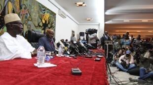Shugaban Senegal mai barin gado Abdoulaye Wade yayin taron manema labarai