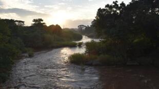 Territoire d'Aru, Province de l'Ituri, RDC : Coucher de soleil sur la rivière Aru, en territoire d'Aru, Province de l'Ituri.