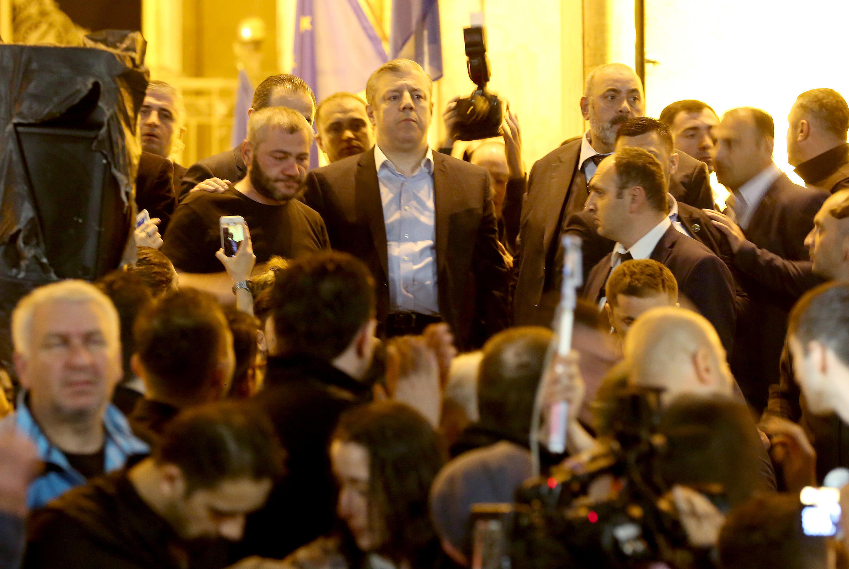 Премьер Георгий Квирикашвили попытался выступить перед протестующими в Тбилиси 31 мая 2018