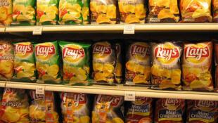 法國一家超市上架炸土豆片