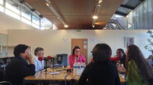 Tọa đàm với các nhà nghiên cứu Viện Pasteur. Chương trình Priorité santé của RFI, ngày 12/09/2014.
