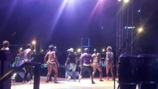 Le grand podium du Festival Ya Fe au Cameroun.