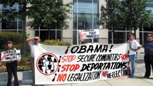 Grupos hispanos, de inmigrantes y organizaciones  humanitarias realizaron una jornada de debates el 18 de octubre para expresarse contra la política migratoria de Barack Obama,  cuyo gobierno batió el récord de deportaciones.