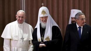 Giáo hoàng Phanxicô (trái) và thượng phụ Giáo hội Chính thống Nga Kirill tại La Habana ngày 12/02/2016.