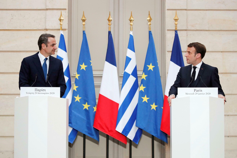 """امانوئل ماکرون رئیس جمهوری فرانسه و """"کیریاکوس میتسوتاکیس""""، نخست وزیر یونان.  ."""