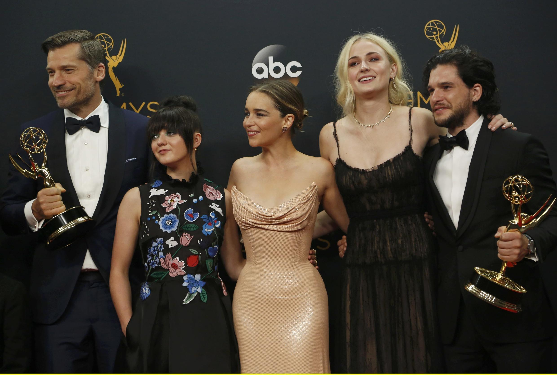 Đoàn diễn viên Game of Thrones lập kỷ lục khi nhận tổng cộng 38 giải Emmy 18/09/2018