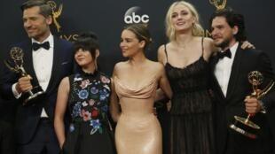 """Dàn diễn viên """"Game of Thrones"""" nhân kỳ trao giải Emmy 2017"""
