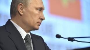 O presidente russo Vladimir Putin condenou a morte do ativista opositor Boris Nemtsov em declarações feitas para funcionários do Ministério do Interior e transmitidas pela televisão.