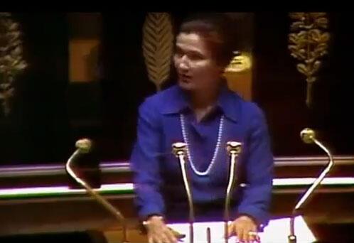 Simone Veil defendendo a lei do aborto na Assembleia Nacional francesa, há 40 anos.