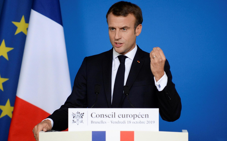 O presidente francês Emmanuel Macron durante coletiva de imprensa do fim da cúpula europeia em Bruxelas, em 18 de outubro de 2019.