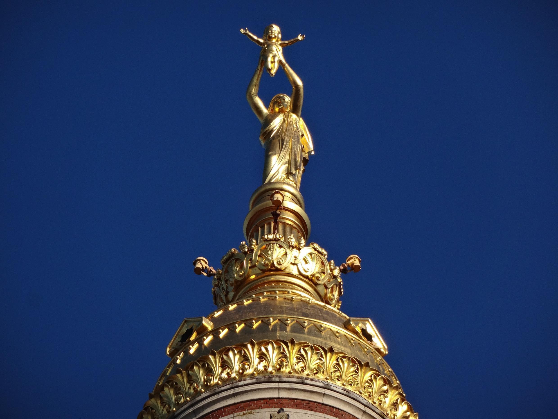 La vierge de la basilique de Notre-Dame de Brebières.